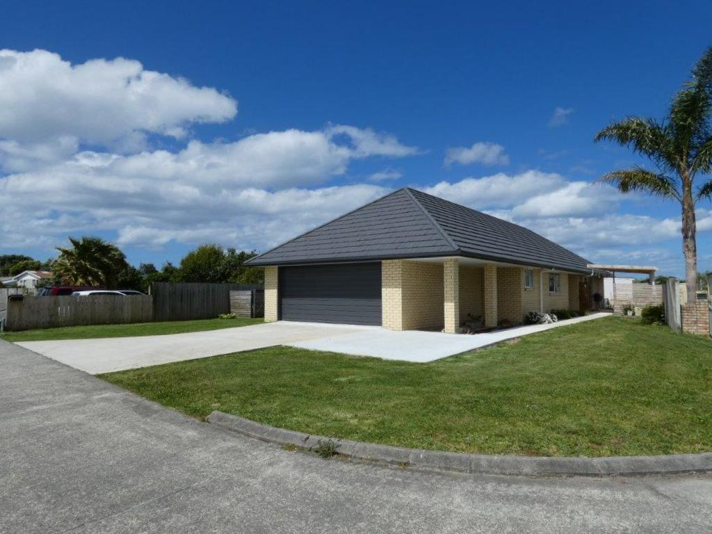 Easy Walk to Waipu, 3 Bedroom Home